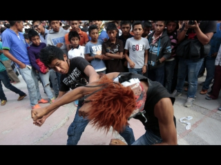 Это Спарта: традиционные драки мужчин, женщин и детей прошли в Мексике