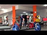 Кривоконев Владислав тянет 225 кг на 8 повторений в трёх подходах