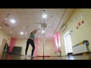 Fails pole dance larovski😹