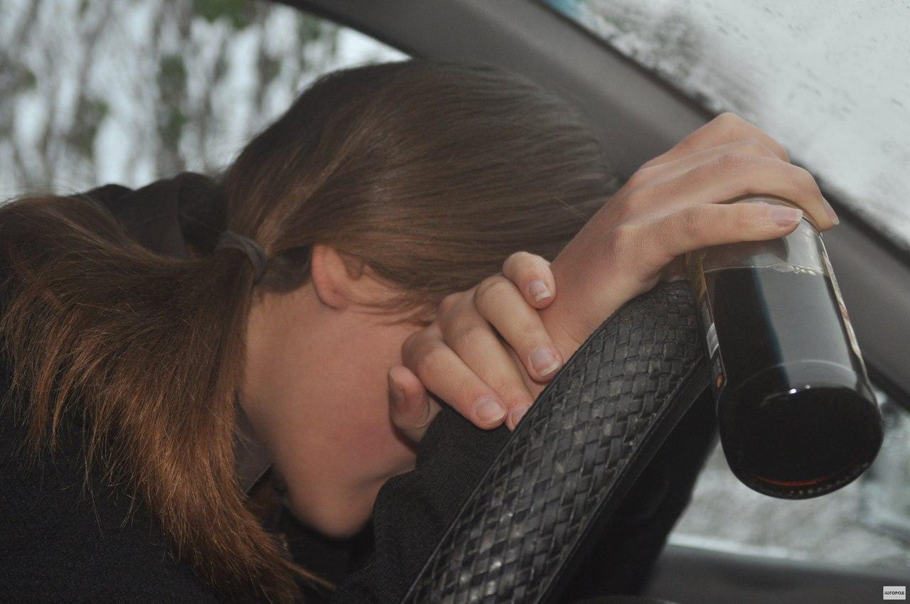 В Якутске пьяная девушка на иномарке наехала на пьяного пешехода