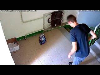 Вычислили сруля при помощи скрытой камеры в подъезде