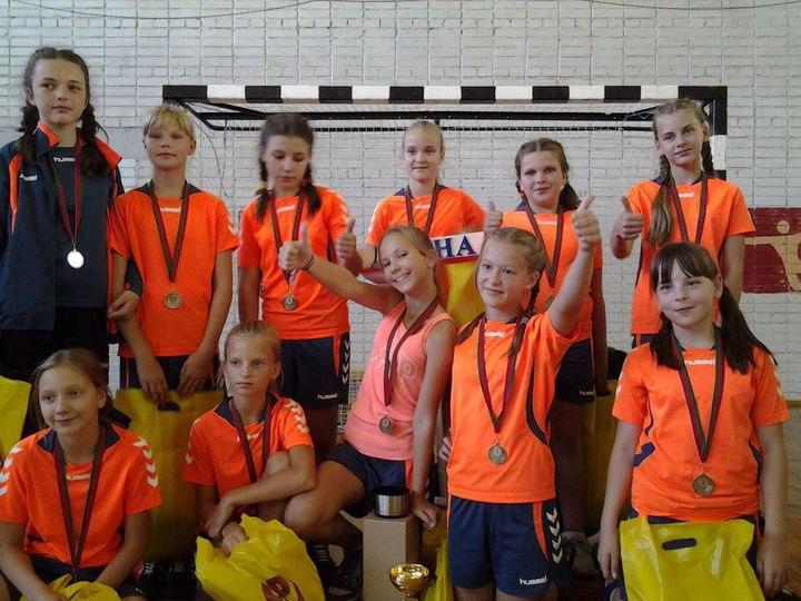 Бронзовыми призерами международного турнира по гандболу стали дубненские спортсменки