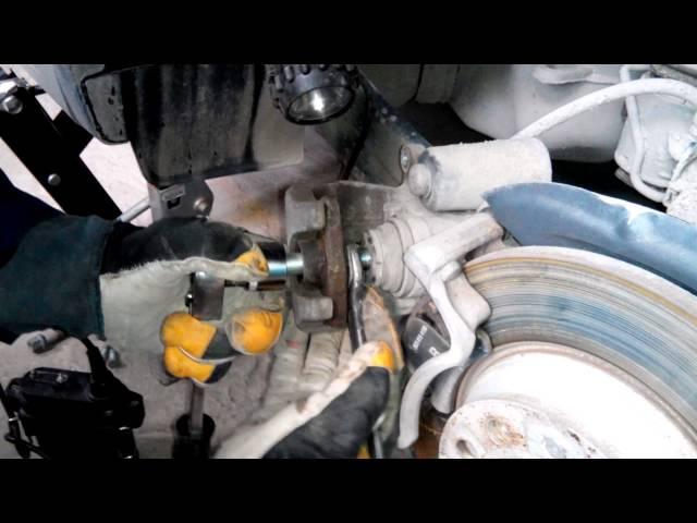 Замена задних колодок VW Tiguan без компьютера