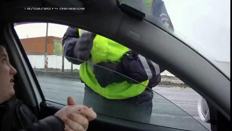 Полицейский выявляет АПН, под прикрытием спец. операции