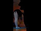 Балерина нагибается и показывает попу