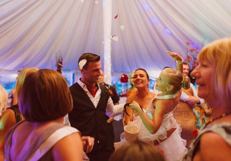 Ведущий на свадьбу Волгоград: Звонок свадебному ведущему. Заказать проведение мероприятия в Волгограде или написание свадебного сценария можно по тел: +7(937)-727-25-75 и +7(937)-555-20-20
