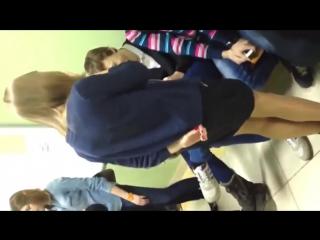 Поднял юбку однокласснице фото 574-899