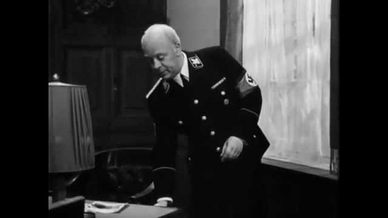 Khimki Quiz 29 06 18 вопрос № 62 В 1918 м году в бытность военным летчиком ОН в одиночку и без приказа совершил самоотверженный налет на Париж Нам же он больше известен как действующее лицо и многосерийного фильма и множества анекдотов