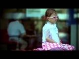 Девочка поет песню Потапа и Насти на французком языке