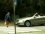 Бабушка переходит дорогу).240