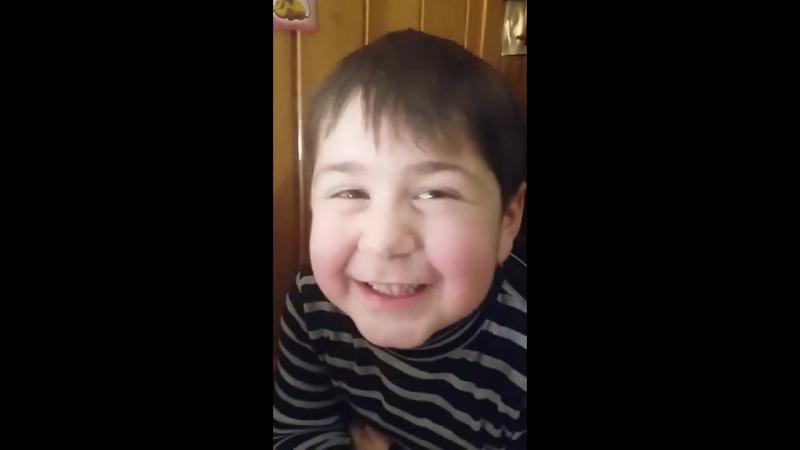 Маленький грузин читает стихи 2
