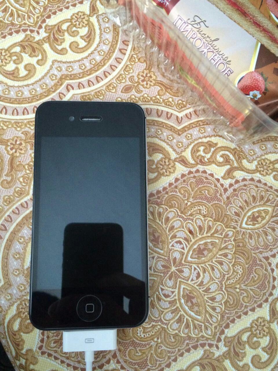 Продаю айфон 4с 32г брони с двух старон, идеально работает, с ценой договоримся пишите в лс