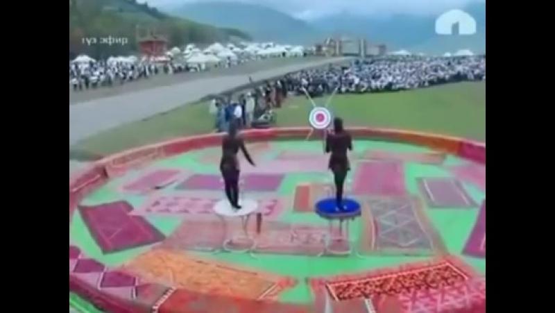 Буту менен жаа аткан кыргыз кыздары!