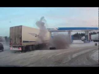 Уфа, бензоправка, взрыв колеса у фуры, взрывной волной снесло радар