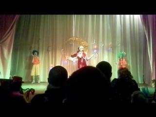 поет Алина Файрушина и зажигательная подтанцовка: Карина Чиркова и Виктория Ниязова, танц. группа БамБино танец Три белых к