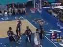 Самый крутой бросок сверху через игрока в истории баскетбола. Самый лучший данк...