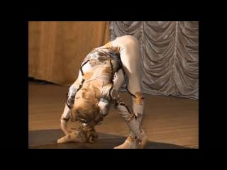 9 girls contortion act
