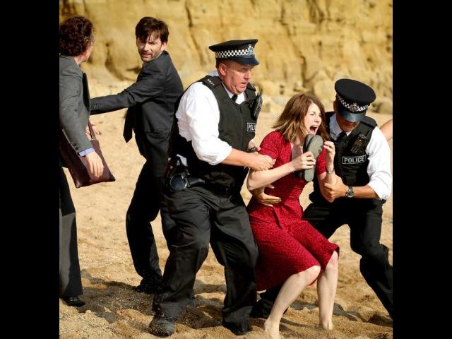 Сериал Убийство на пляже (Бродчерч) | Сезон 1 | Серия 1 | Эпизод 1 от ShowJet в качестве FullHD