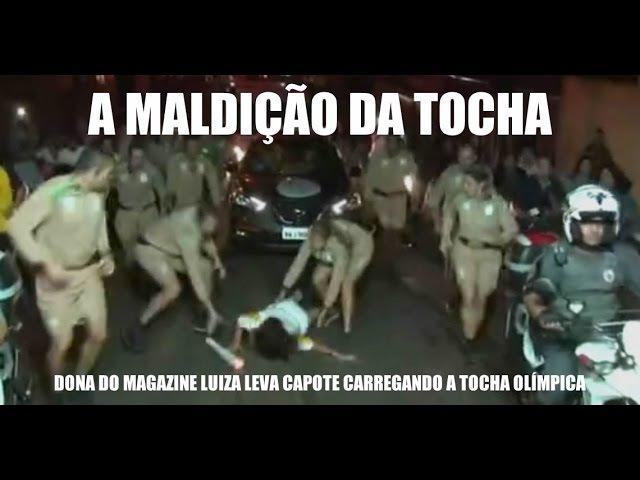 Dona do Magazine Luiza cai com a Tocha Olimpica, em Franca, São Paulo