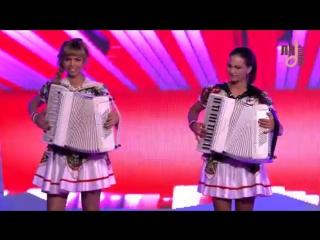 Аккордеонистки России- дуэт ЛюбАня- Смуглянка аккордеон