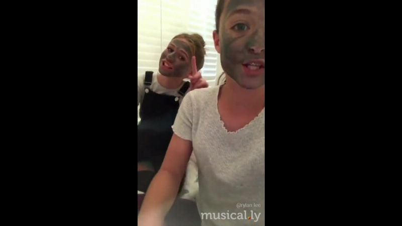 Black charcoal masks with @stella_0526 😂💕👌🏼👍🏼😊