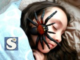 ГИГАНТСКИЙ ПАУК АТАКУЕТ СПЯЩУЮ ДЕВОЧКУ GIANT SPIDER ATTACKS GIRL SLEEPING