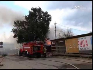 В Самаре на ул. Лейтенанта Шмидта тушили крупный пожар