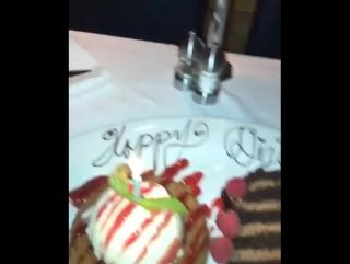 Lol. Уэстбрук наврал, что у его жены сегодня день рождения и получил бесплатный тортик