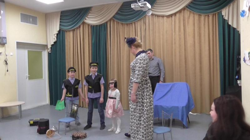 Варя Цховребова и ее семья багаж