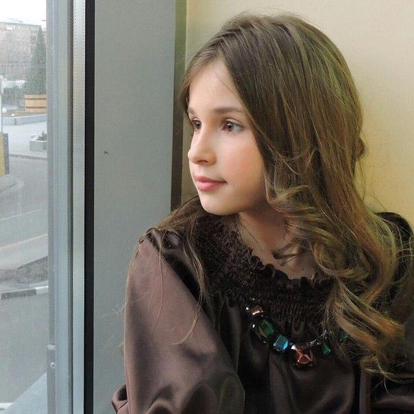 Maria Panyukova - Page 2 FkuUNTMHP8I