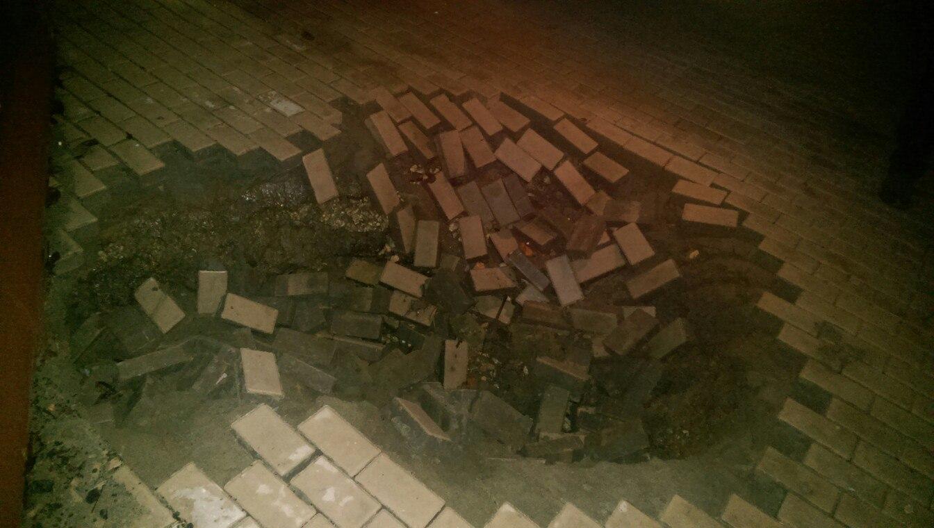 ВБрянске плитка наНабережной рухнула из-за прорыва теплопровода