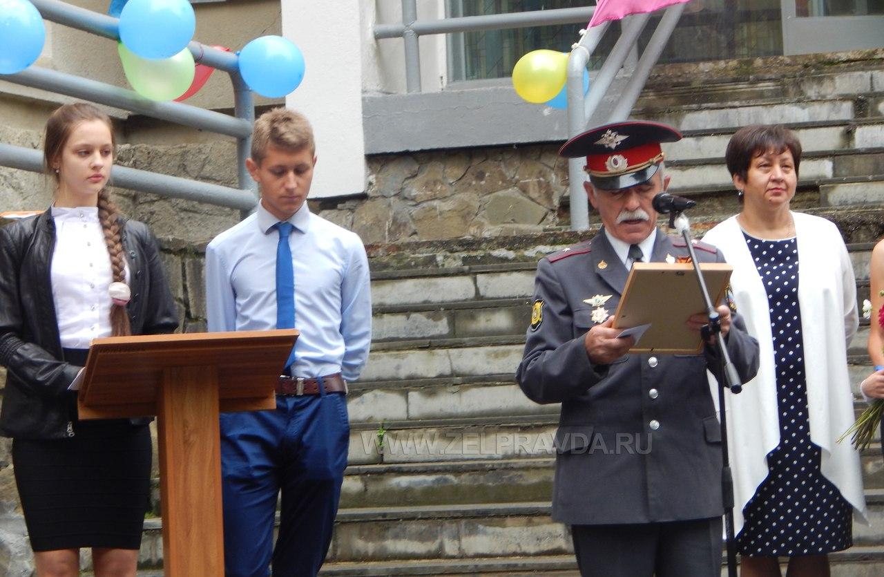 В школе поселка Нижний Архыз прошла торжественная линейка