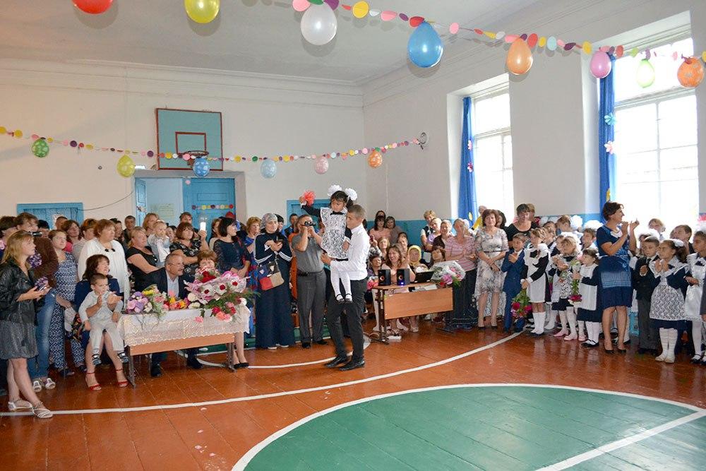 В школах станицы Кардоникской отметили День знаний