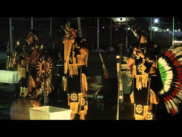 Группа Ларамарка (из Перу) Ponchito / Laramarka (from Peru) featuring Wuauquikuna Ponchito