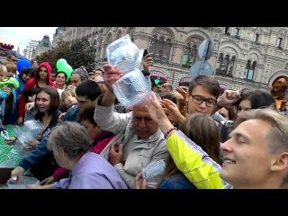 Битва за бесплатный салат на Красной площади