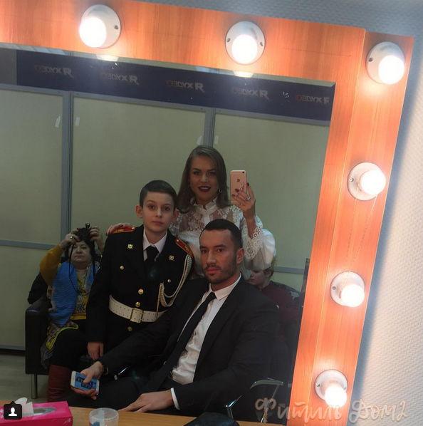 Михаил Терёхин с семьёй на ТВ у Закашанского