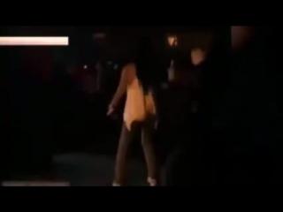 Құйрық та жасанды бола ма? Түнгі клубта билеп жатқан мына қыздың видеосы желіні шулатуда.