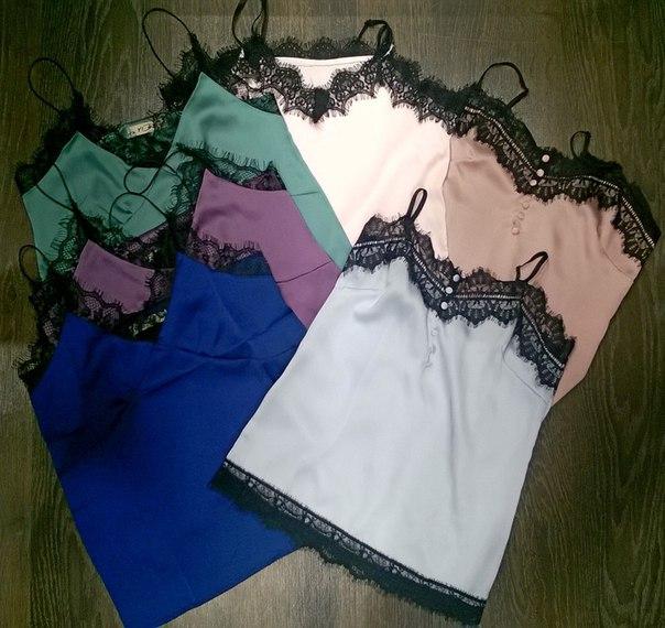Шелковые и с кружевами - идеальные топы для строгой юбки, брюк и любой