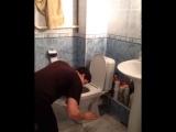 Когда уронил телефон в туалет