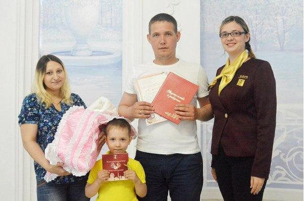 В мае в Нижнекамске свадьбу сыграли 63 пары