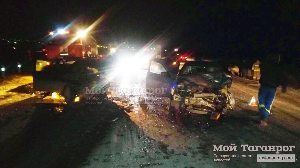 Три человека пострадали вДТП стремя машинами вНеклиновском районе