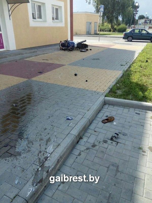В Пинске произошла авария с участием мотоцикла Suzuki и автомобиля Audi A6