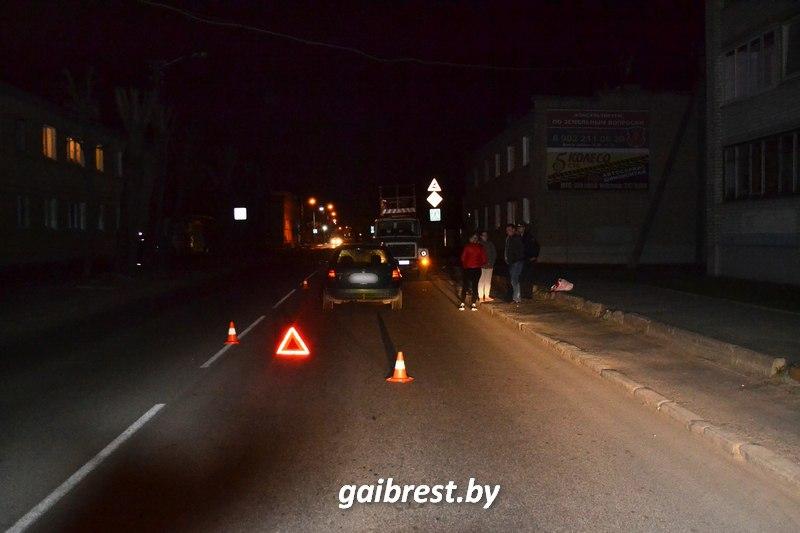 Пьяный пешеход ночью шёл через дорогу и попал под колёса VW