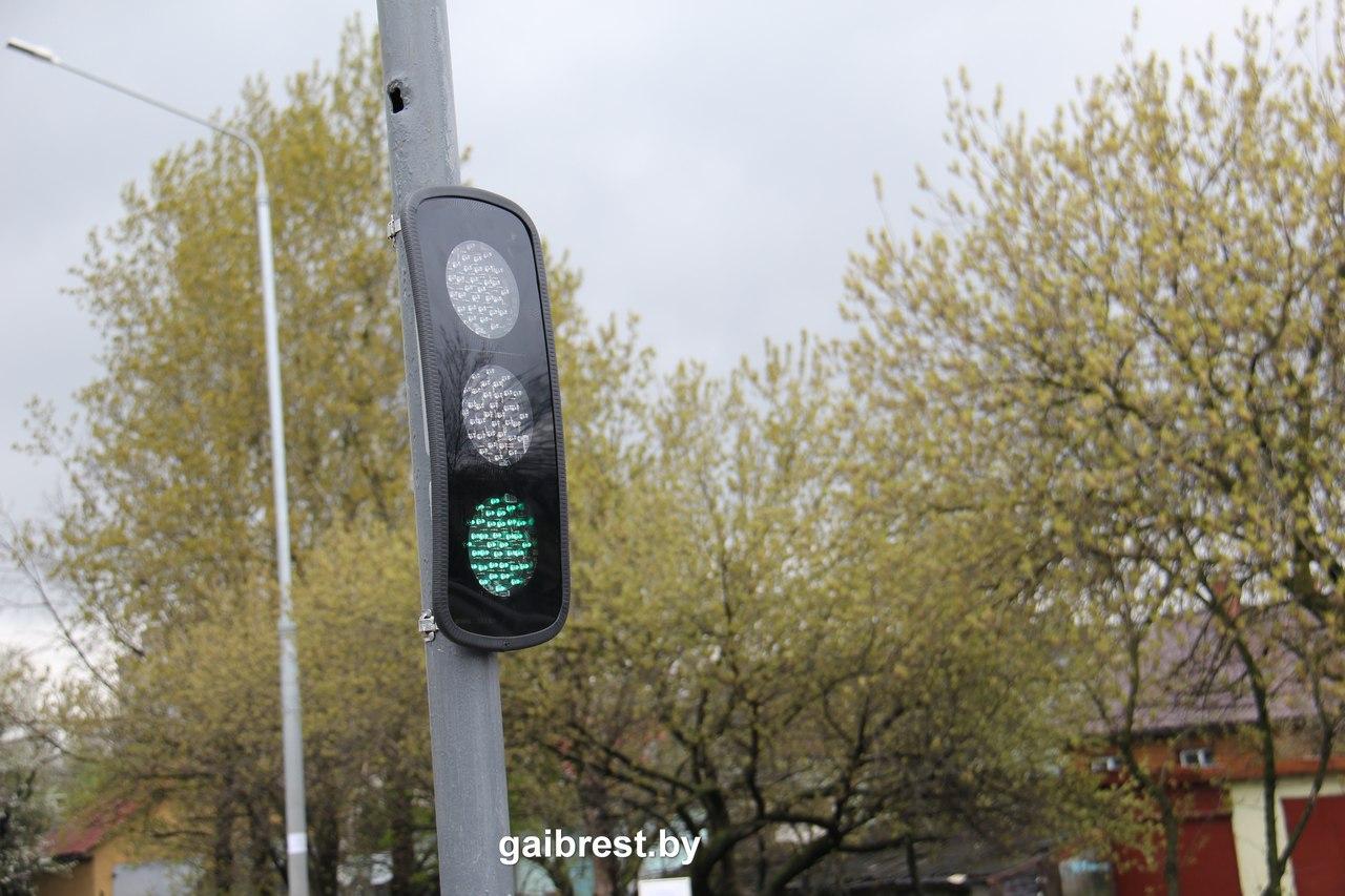 """На Пионерской установлены дополнительные секции светофоров, """"зелёная волна"""" появится к лету"""