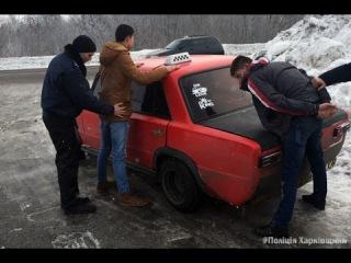 В Харькове полицейские поймали уличных бандитов, грабивших одиноких женщин