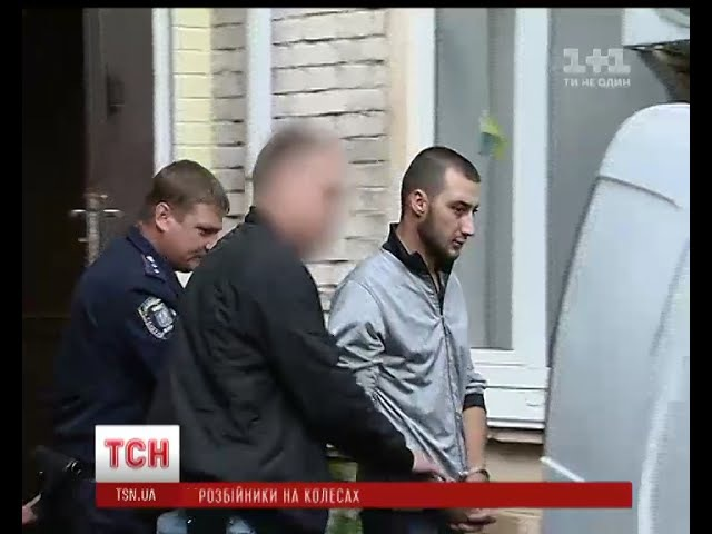 Троє зловмисників на поліцейському авто пограбували студентів у центрі Києва