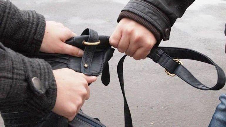 В СЖМ города Таганрога полицейские задержали уличного грабителя