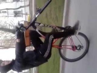 КАТАСТРОФА- БЕДА ! Переднее колесо спёрли-пришлось ехать на одном заднем !