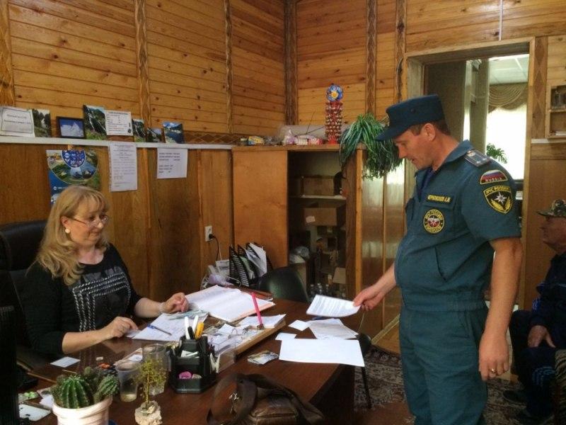 Жителям Зеленчукского района напомнили о необходимости соблюдения правил пожарной безопасности
