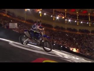 Лучший в мире трюкач на мотоцикле - победный заезд 2016 (6 sec)